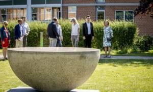 Stille rejse af Syss Svinding indgår i Trap Danmark udgivelsen i 2021 og præsenteres i TV2Øst; Kunst under åben himmel