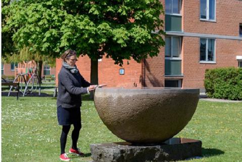 Stille rejse af Syss Svinding indgår i Trap Danmark udgivelsen i 2021 og præsenteres i TV2Øst